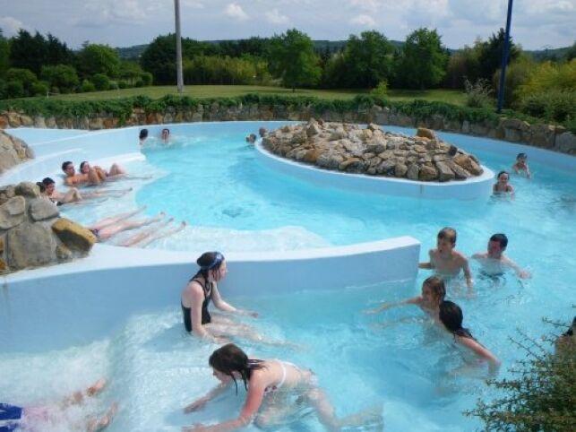 Le bassin extérieur de la piscine à Gaillon