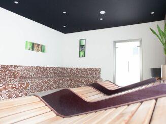 L'espace détente de la piscine à Aquavexin de Trie Château