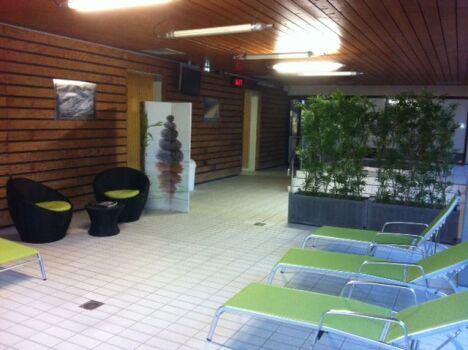 L'espace détente de la piscine Aygueblue à Saint Geours de Maremne