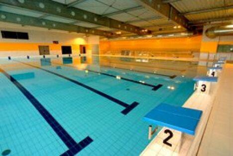 """Le bassin sportif de la piscine d'Aurillac<span class=""""normal italic petit"""">DR</span>"""