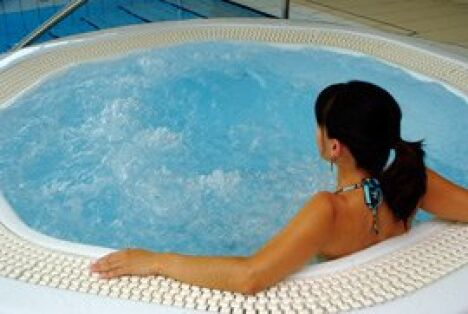 """Un peu de détente dans le bassin à bulles du centre aquatique d'Aurillac<span class=""""normal italic petit"""">DR</span>"""