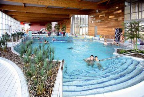 """Centre aquatique de Sablé sur Sarthe<span class=""""normal italic petit"""">DR</span>"""