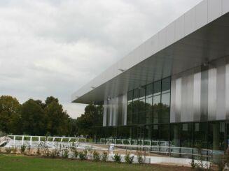 Le bâtiment du Centre aquatique de Provins