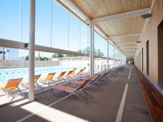 La terrasse de la piscine Grand Bleu à Cannes