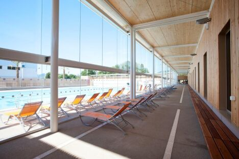 """La terrasse de la piscine Grand Bleu à Cannes<span class=""""normal italic petit"""">© Ville de Cannes/ J.Kélagopian</span>"""