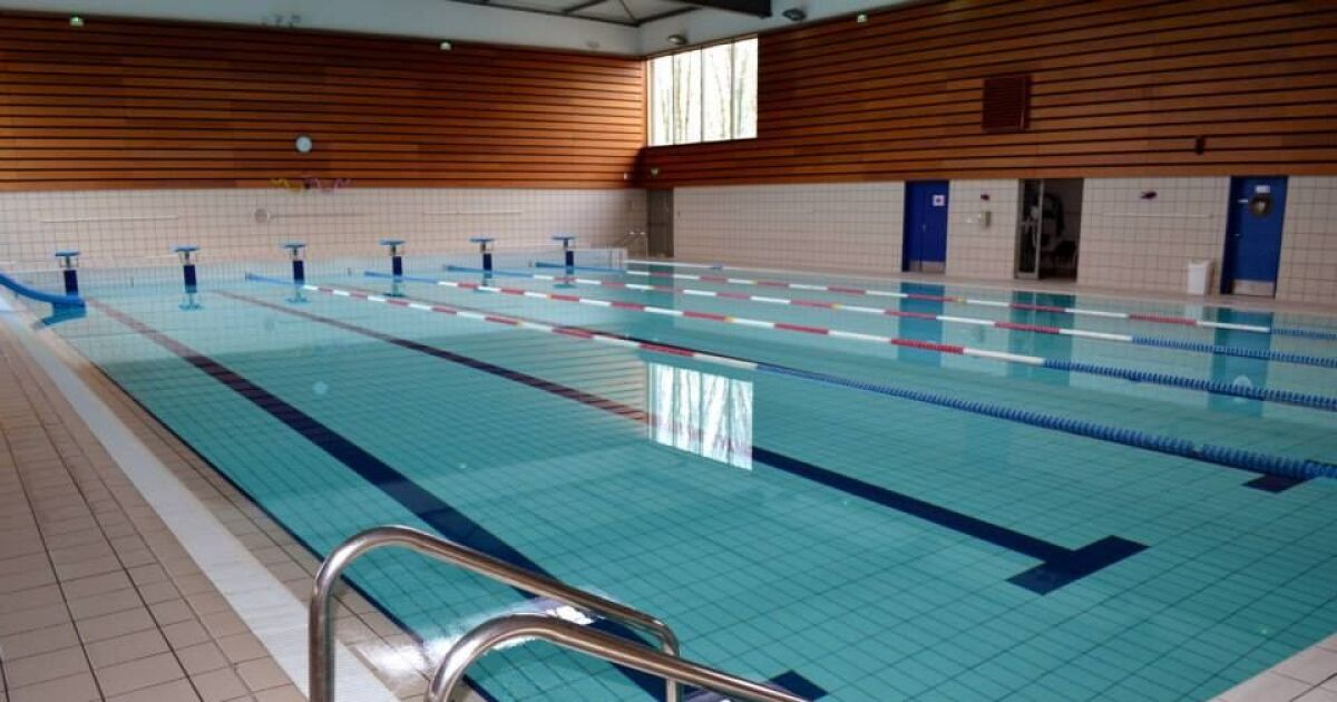 Centre aquatique piscine de saint cyr l 39 cole horaires for Piscine saintes horaires