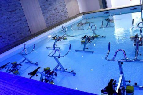 "Centre d'aquabike Aquavelo à Antibes <span class=""normal italic petit"">DR</span>"
