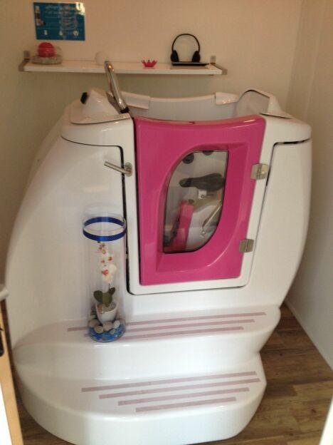 """Une cabine individuelle d'aquabike aun centre Envido à Boulogne Billancourt<span class=""""normal italic petit"""">DR</span>"""