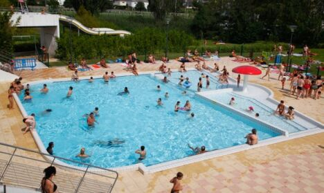 """La bassin extérieur du Centre de Loisirs de Thionville<span class=""""normal italic petit"""">DR</span>"""