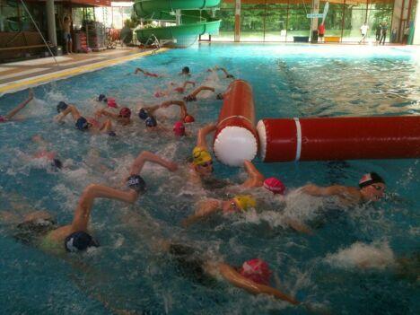 Des activités aquatiques sont organisées à la piscine Bab