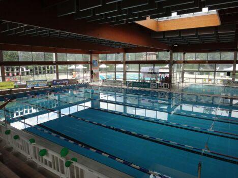 """Centre nautique à Fontaine : le bassins sportif intérieur<span class=""""normal italic petit"""">DR</span>"""