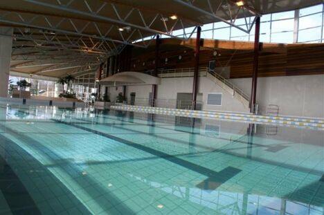 """Le centre nautique à Saverne et son bassin de natation.<span class=""""normal italic petit"""">DR</span>"""