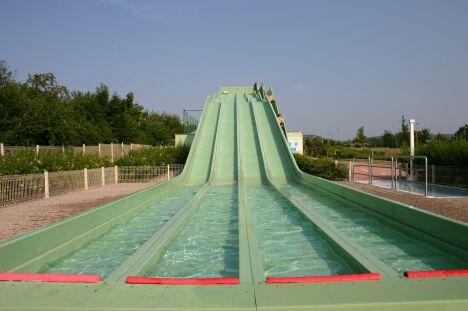"Le pentagliss de la piscine Océanide.<span class=""normal italic petit"">DR</span>"