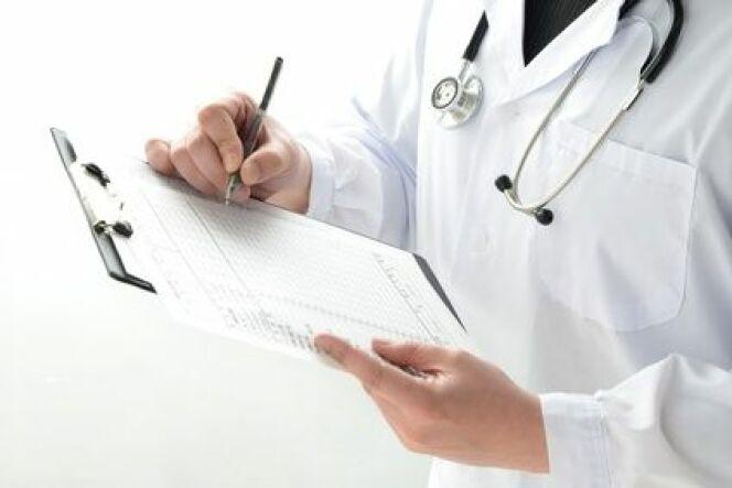 """Certificat médical : obligatoire pour pratiquer la natation<span class=""""normal italic petit"""">© Fotolia_79534027_XS</span>"""