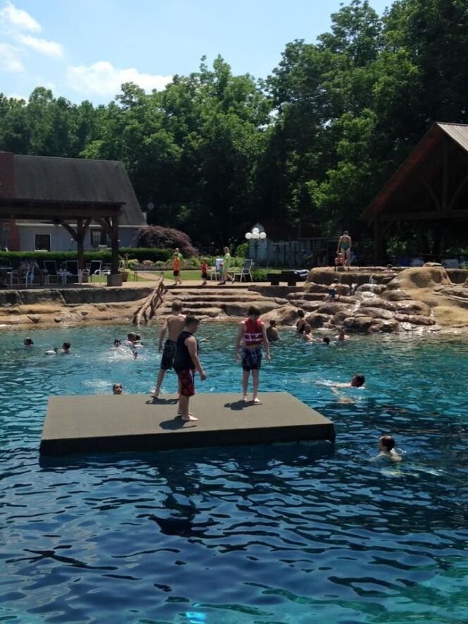 Cette piscine fait le bonheur des petits et des grands !