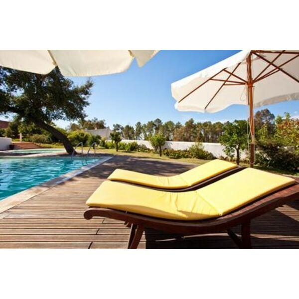 Chaises longues de piscine d tendez vous confortablement for Chaise longue de piscine