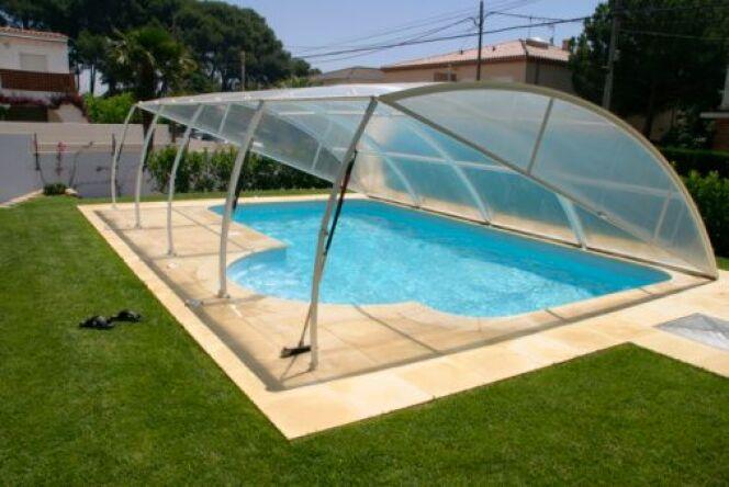 """Changer la vitre d'un abri de piscine<span class=""""normal italic petit"""">© Gemma Ivern - Thinkstock</span>"""