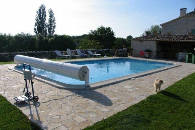 """Changer un volet de piscine <span class=""""normal italic petit"""">© Piscines et Décors du Sud3 - Lot-et-Garonne (47) - EURO PISCINE SERVICES</span>"""