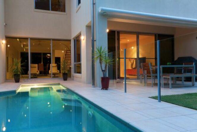 """Chauffez votre piscine avec une pompe à chaleur.<span class=""""normal italic petit"""">© zstockphotos</span>"""