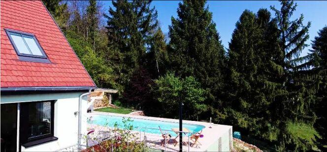 """Chauffez votre piscine grâce à la pompe à chaleur GEPAC de GECO<span class=""""normal italic petit"""">© GECO.</span>"""