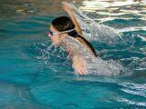 Chlore de piscine : attention à la décoloration des cheveux
