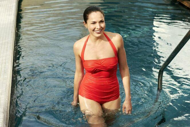 "Choisir un maillot de bain gainant <span class=""normal italic petit"">© Speedo Chrystal Sun</span>"