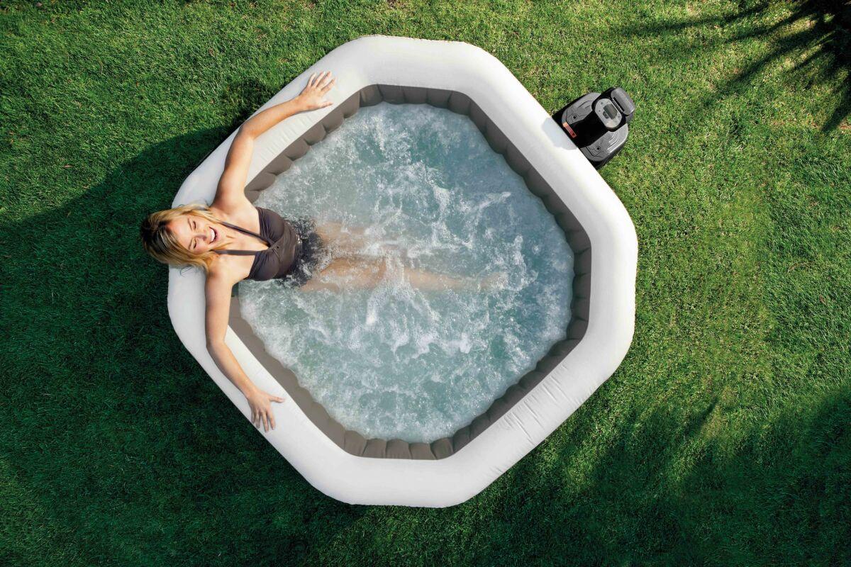 Comment Fonctionne Un Jacuzzi Gonflable spa gonflable carré : comment le choisir ? - guide-piscine.fr
