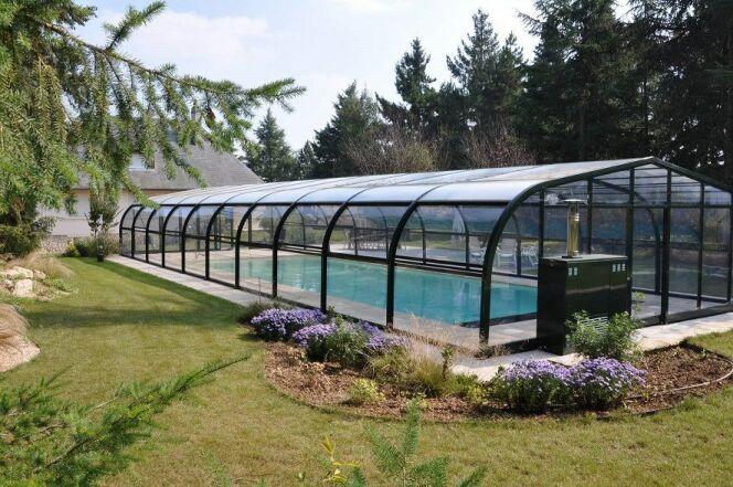 """Climabris : votre abri de piscine à bonne température<span class=""""normal italic petit"""">DR</span>"""