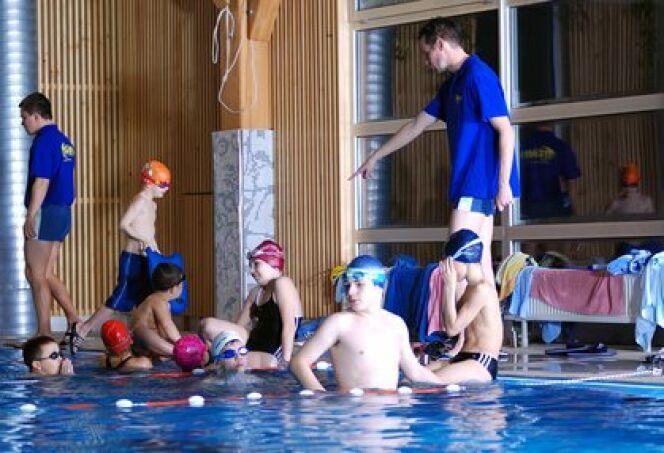 """Les clubs de natation sont adaptés aux adultes comme aux enfants.<span class=""""normal italic petit"""">© shock - Fotolia.com</span>"""
