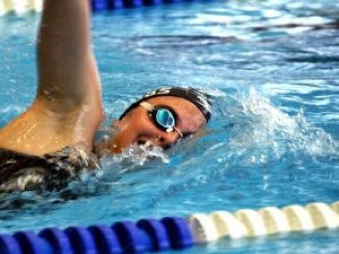 Natation 2 exercices de natation pour un ventre plat for Sport en piscine pour maigrir