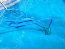Comment brancher un aspirateur de piscine ?