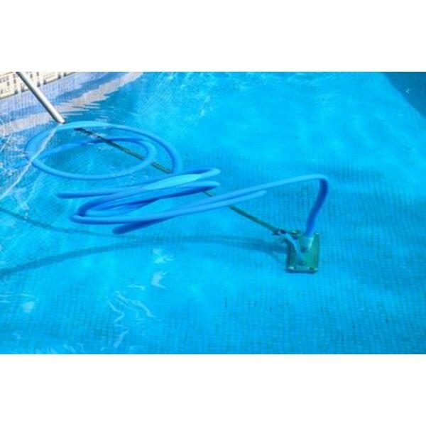Comment brancher un aspirateur de piscine for Balai piscine intex
