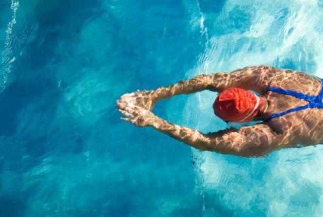 """Comment choisir entre plage et piscine ?<span class=""""normal italic petit"""">DR</span>"""