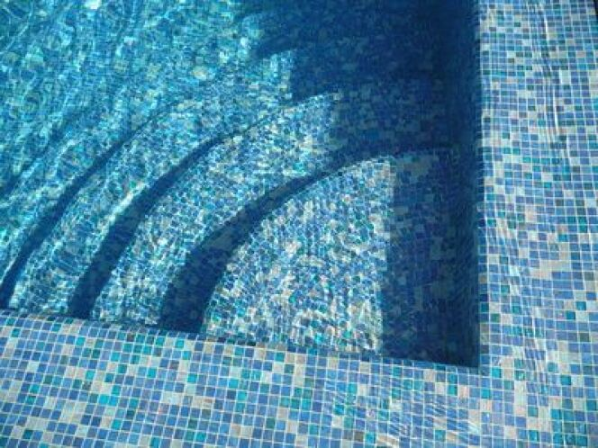 """Comment choisir le revêtement d'une piscine ?<span class=""""normal italic petit"""">© blandine100 - Fotolia.com</span>"""