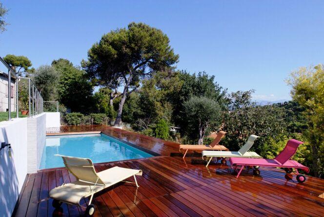"""Comment embellir sa piscine <span class=""""normal italic petit"""">© L'Esprit Piscine</span>"""