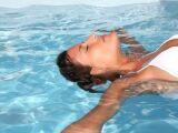 Comment enlever l'odeur de chlore après une séance de piscine ?