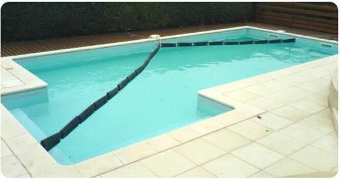 """Comment poser des flotteurs d'hivernage dans une piscine ? <span class=""""normal italic petit"""">DR</span>"""