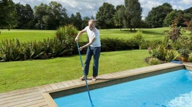 """Comment quand et pourquoi nettoyer le filtre d'une piscine ?<span class=""""normal italic petit"""">© juniart - Fotolia</span>"""