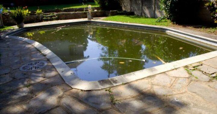 Comment rattraper une eau de piscine verte guide - Comment recuperer eau trouble piscine ...