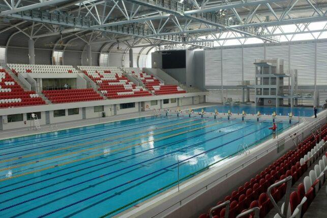 Comment sont nettoyés les locaux d'une piscine publique ?