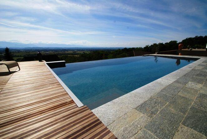 """Le prix d'une piscine peut varier fortement d'un modèle à l'autre.<span class=""""normal italic petit"""">© L'Esprit Piscine</span>"""