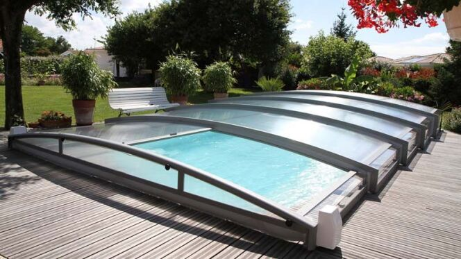 """Comparatif des différents abris de piscine<span class=""""normal italic petit"""">© Azenco</span>"""