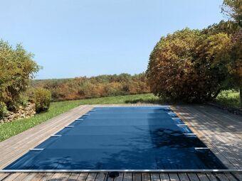 Choisir entre une bâche ou un volet de piscine