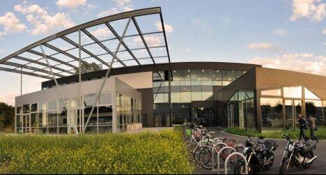 """Complexe sportif avec piscine Evaé à Strasbourg <span class=""""normal italic petit"""">DR</span>"""