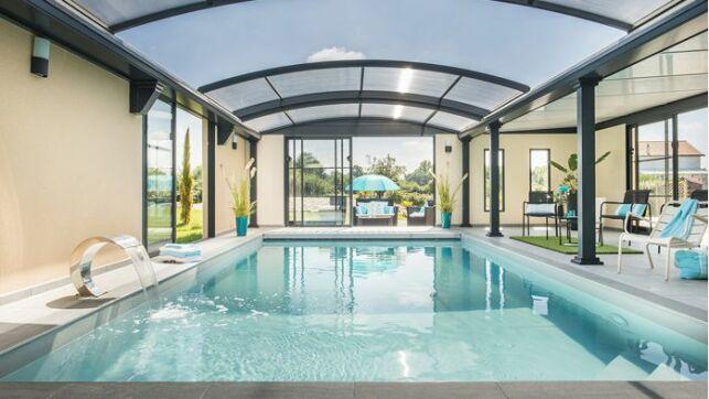 Installer une piscine intérieure sous une verrière