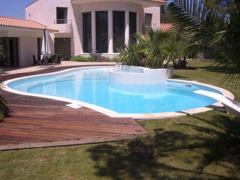 """Mosaïque de piscine bleu - concept-mosaique.com<span class=""""normal italic petit"""">DR</span>"""