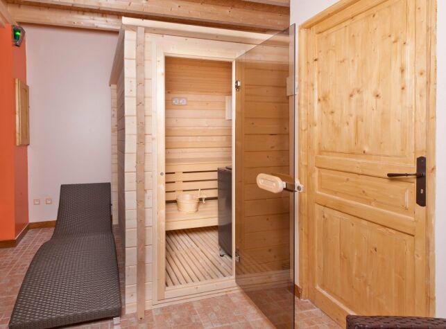 Conçu sur mesure, le sauna peut tenir dans un minimum de place pour un maximum d'effets.