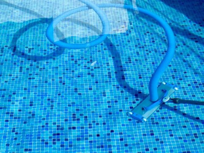 """Conseils d'achat pour un aspirateur de piscine <span class=""""normal italic petit"""">© JordiDelgado - Thinkstock</span>"""