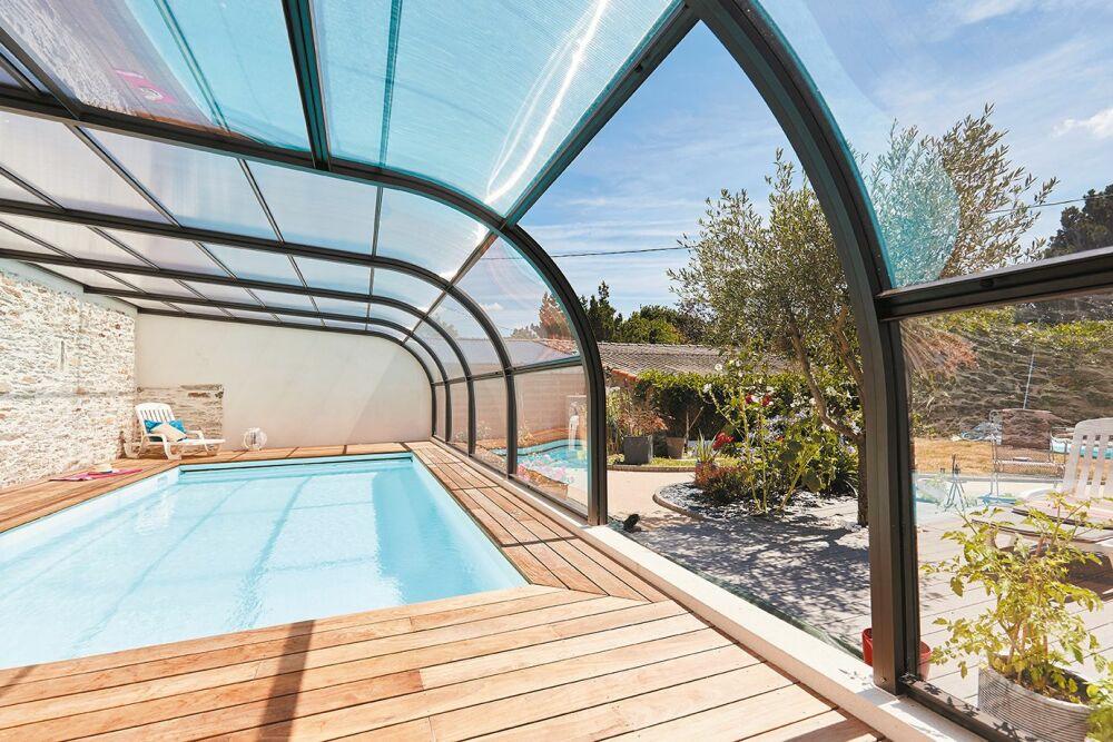 Conseils d'entretien pour votre abri de piscine© Abri Piscine Gustave Rideau - Photo : A. Lamoureux.