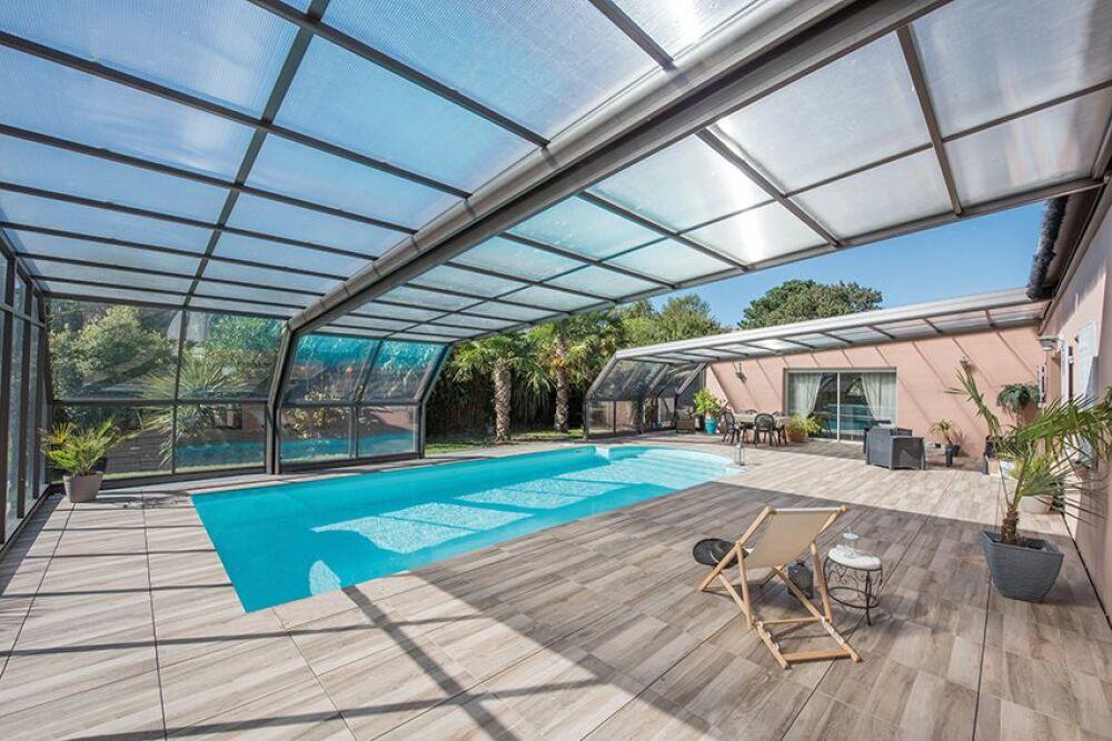 Conseils d'entretien pour votre abri de piscine© Abri Piscine Gustave Rideau - Photo : J. Auvinet.